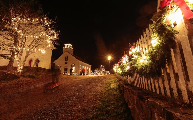 Sherbrooke Old Fashioned Christmas